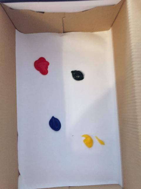 Farbkleckse aufs Papier