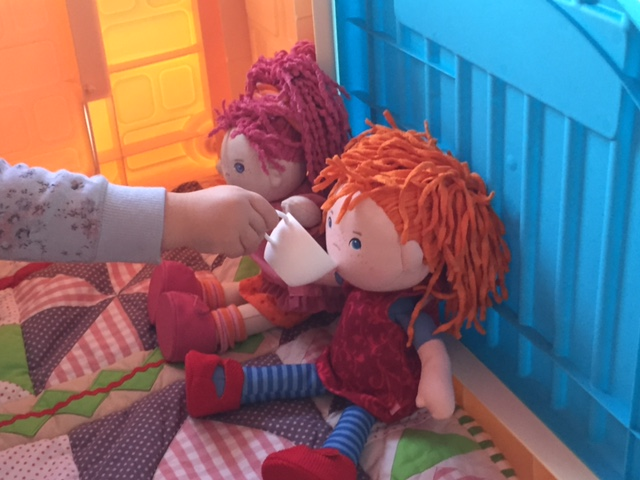 Kaffeekränzchen mit Lilli und Mette – HABA Puppen