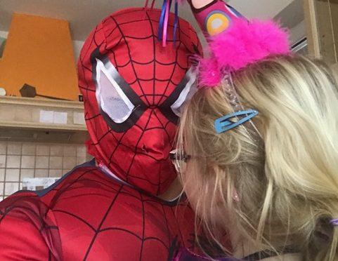 Spiderman und Clownmädchen – unsere Faschings-/Karnevalskostüme 2017 – Karneval-Megastore