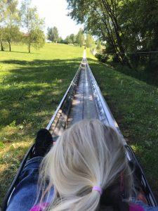 Twinbob rodelbahn, Bayern-park, reisbach, freizeitpark, kinder freizeitpark, freizeitpark ab 3 jahre, freizeitpark ab 4 jahre, kinderkarussell, bayerischer wald, bayern, urlaub in bayern, urlaub mit kind in bayern, ausflugstipp bayern, ausflugtip niederbayern,