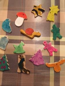 weihnachtsbaumschmuck selbst gestalten, diy weihnachtsdeko, salzteig, christbaumschmuck, selbst gemacht, basteln mit kindern, basteln mit salzteig, weihnachtsbastelideen,